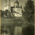 Церковь Рождества Пресвятой Богородицы с деревянным куполом, возведённым в 1908 году(сгорел в 1944 г.). Фото Я. Булгака н